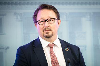 Britannian rohkeita koronapäätöksiä seurataan Suomessakin – tuoreet luvut rokotteiden tehosta valavat THL:n Salmisen mukaan toivoa