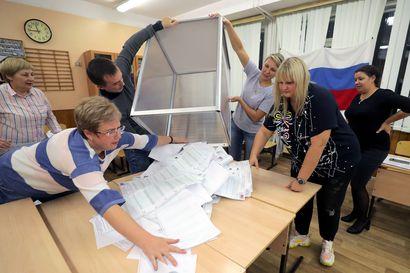 Putinin tukipuolueen kannatus omilla kymmenluvuillaan – Venäjän vaaleissa äänistä laskettu yli 70 prosenttia