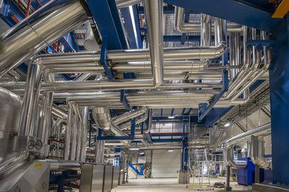 Kuvia Oulun Energian uudelta kaukolämpöä tuottavalta biovoimalaitokselta