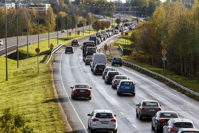 Hallitus suosii nyt vahvasti sähköautoihin siirtymistä – liikenteen tulevaisuuteen ei kuitenkaan kannata suunnata yhden kortin varassa