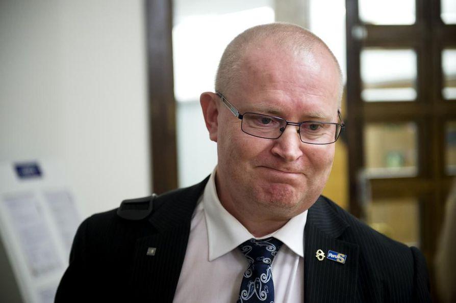Oikeus- ja työministeri Jari Lindström (ps.)