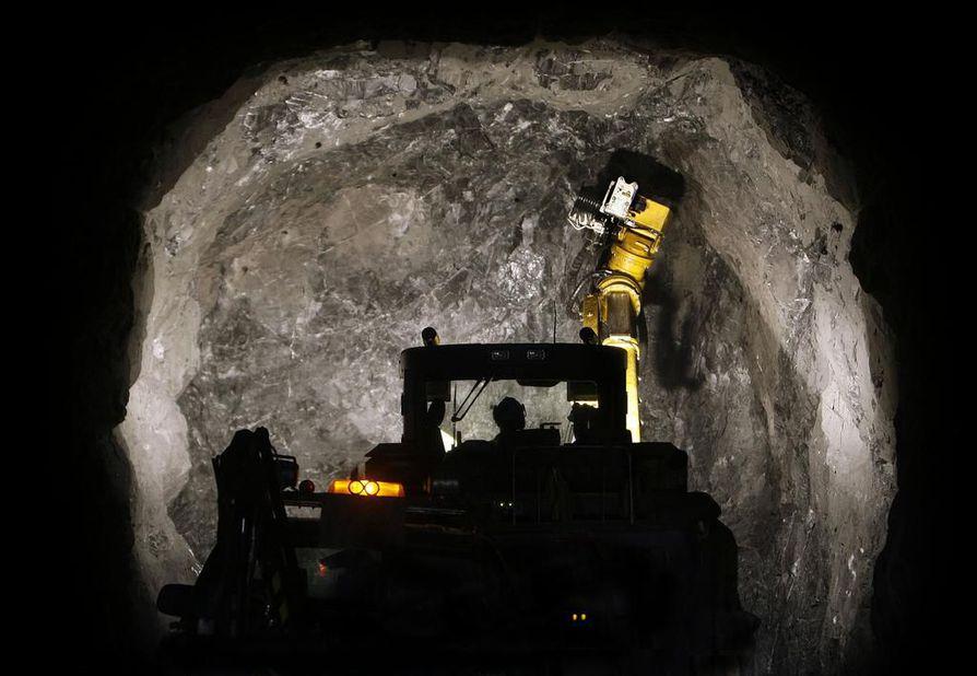 Kansalaisloitteessa vaaditaan muun muassa, että kaivosmineraalit määriteltäisiin valtion omaisuudeksi, kuten monissa muissa kehittyneissä maissa on tehty.