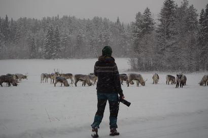 """Oivankiin sijoittuva hostellitarina vei voiton Vuoden Hostellireissaaja -äänestyksessä  - Heidi Jyrkkä löysi Kuusamosta etsimänsä: """"Hiljaisuutta, lumista talvea ja omaa rauhaa"""""""