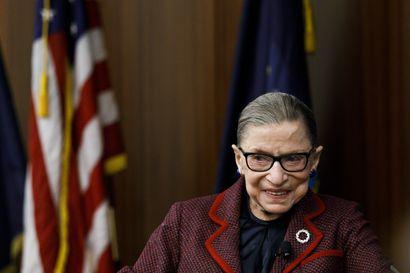 Liberaali korkeimman oikeuden tuomari Ruth Ginsburg, 87, pääsi sairaalasta – Trump nimittäisi jo tilalle konservatiivin