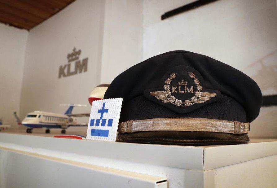 Boris 10 v on perheineen Suomeen muuttanut  hollantilaispoika, joka on saanut KLM:n avustamaan pilottiharrastustaan ja teettämään videon. Lentokoneen ohjaamo on kotipihalla Jäälissä.