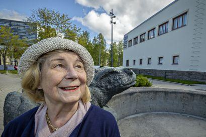 Hyvien ihmisten johdattama – Maarit Raitio julkaisi muistojaan tarjoten vilahduksia vanhaan Ouluunkin