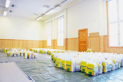 EU-ruokakassit jaettiin ennätysvauhtia Suojalinnalla – yli 4 000 kiloa ruokaa meni parissa tunnissa