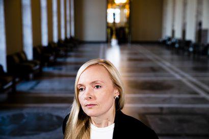 """Sisäministeri Ohisalo : """"Poliisien määrää on jo päätetty lisätä ja ennaltaehkäisyyn tulee lisää resursseja"""""""