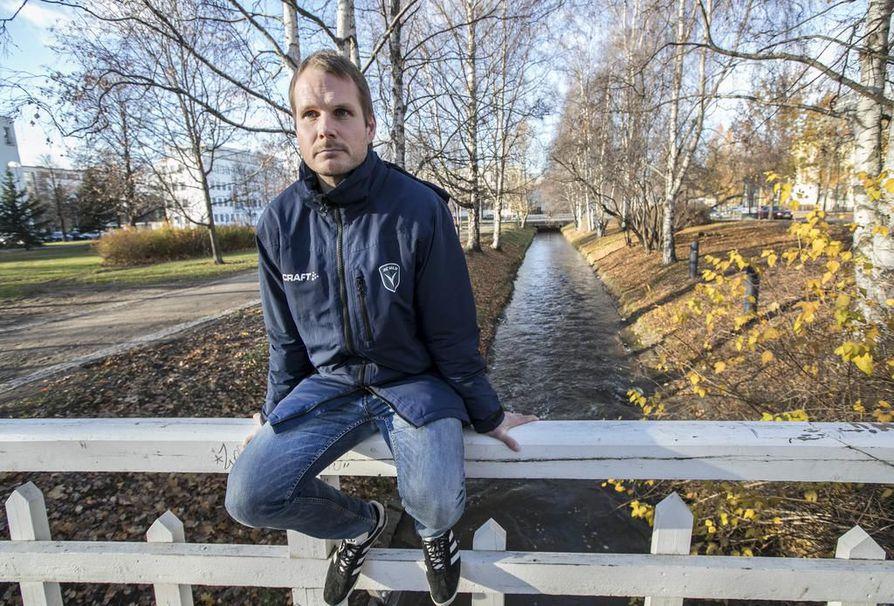 Markus Heikkinen teki jo kuusi vuotta sitten valinnan Helsingin ja Oulun välillä Oulun hyväksi, kun perhe osti tontin Oulusta. –Olen suhteellisen tyytyväinen. Olen tasainen luonne ja se kuvaa uraani: se nousi tasaisesti ja laski tasaisesti, Heikkinen sanoo.