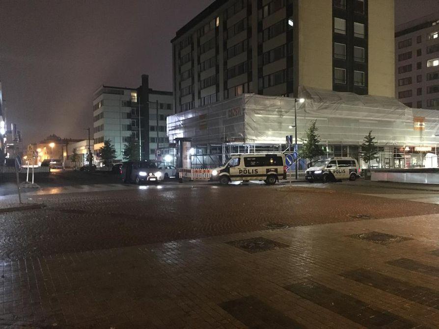 Poliisi sai epäillyt tekijät kiinni Hallituskadulla.