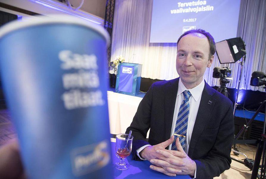 Perussuomalaiset saivat kuntavaaleissa 8,8 prosenttia kaikista äänistä. Kuvassa Jussi Halla-aho Helsingin perussuomalaisten vaali-illassa.