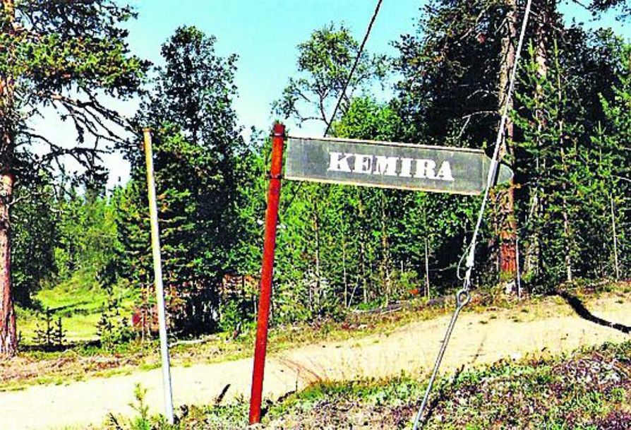 Kemiran tienviitta seisoi tienvarressa Soklin alueella 2004.
