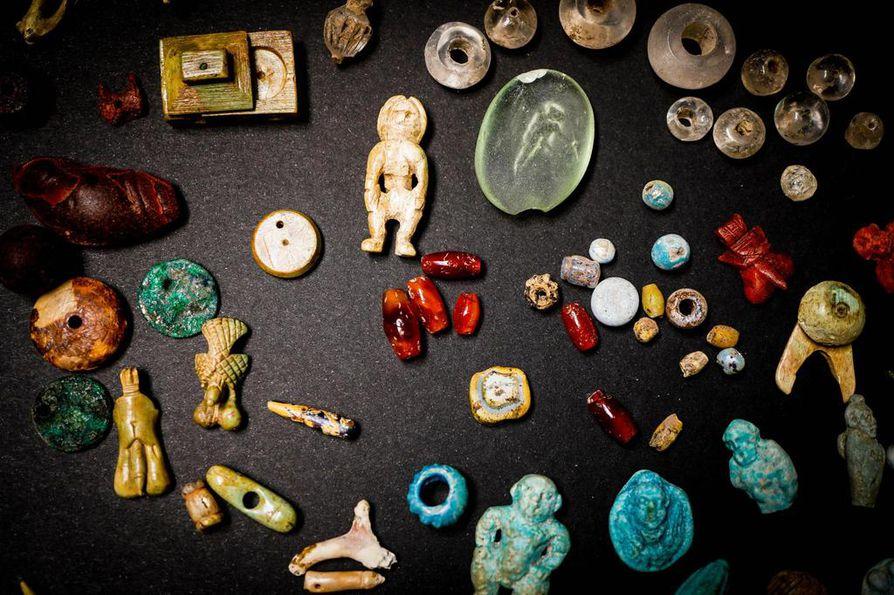Pompejin uuden kaivausalueen niin sanotun puutarhatalon tutkimuksissa paljastui elokuussa arkku, joka sisälsi kokoelman kiviä, luita ja käyttöesineitä. Niiden arvellaan kuuluneen paikalliselle parantajalle tai maagikolle, joka käytti niitä rituaaleissaan.