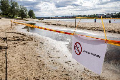 Ounaskosken uimarannalle osittainen uimakielto – lasten kahluualtaasta löytyi ulosteperäisiä bakteereja, lähteeksi epäillään rannalla viihtyviä poroja