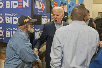 Demokraattien kärkiehdokas Joe Biden puhui äänestäjiä ympäri Iowassa, joka äänestää ensimmäisenä Trumpin haastajasta