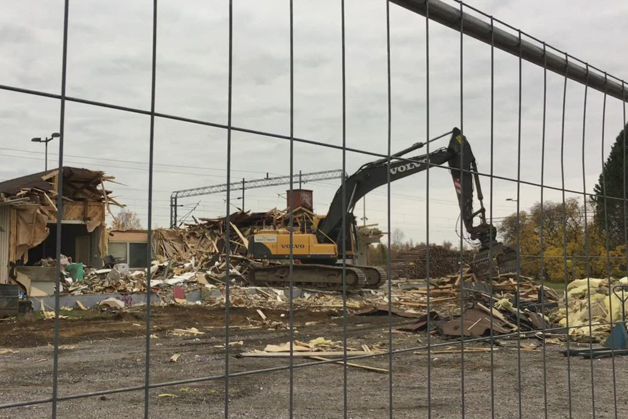 Ruukin asemarakennus puretaan.