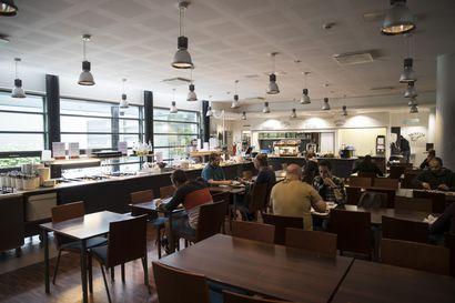 Opiskelija-aterioiden hinnat nousevat elokuussa lähes kaikissa Oulun opiskelijaravintoloissa, korotukset tuntuvat opiskelijan kukkarossa