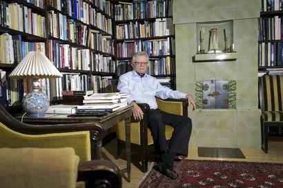 """80 vuotta täyttävälle diplomaatti Jukka Valtasaarelle New Yorkin YK-edustustoon pääseminen vuonna 1971 oli sattumaa: """"Uin suureen maailmaan, jonka kanssa en ollut koskaan ollut tekemisissä"""""""
