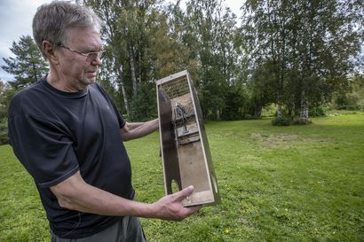 Oululainen Martti Parkkila huomasi eräänä päivänä sorsaperheiden kadonneen Kuivasjärvestä ja ryhtyi toimiin – minkin hävittäminen toi sorsat takaisin
