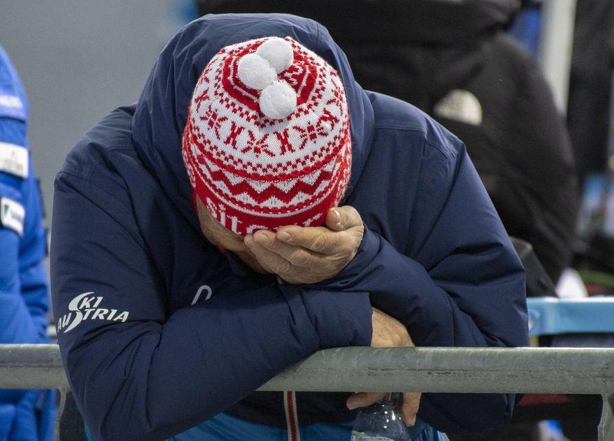 Itävallan hiihtoliiton puheenjohtaja Peter Schröcksnadel oli murtunut mies kuultuaan kahden itävaltalaishiihtäjän tunnustuksen veridopingin käytöstä.