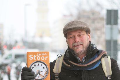 Sekuntien mittelö venyi ja venyi: kirjailija Jarmo Stoorin uskomaton kädenvääntöottelu Sofiassa taipui omaelämäkerralliseksi romaaniksi