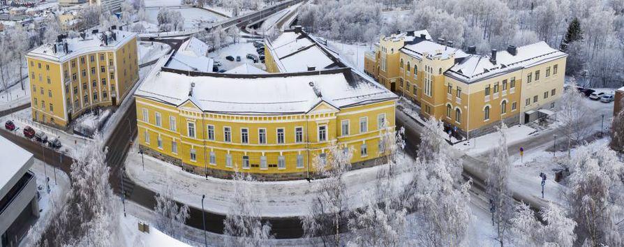 Carl Ludvig Engelin suunnittelema kivirakennus valmistui Pokkitörmälle vuonna 1831 Oulun triviaalikoulua varten.