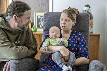 """Tutkijat ihmeissään syntyvyyden noususta pandemian keskellä – tyrnäväläinen perheenisä: """"Kyllä se ihan sattumaa oli, että vauva syntyi tähän korona-aikaan"""""""