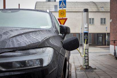 Bensa-autot katoavat maanteiltä dieseleitä nopeammin – Lännen Median kysely kertoo, miten puoluekanta vaikuttaa auton ostoon