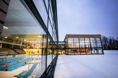 Kuntoaltaan käyttöönotto viivästyy vähintään kahdella viikolla Kemin uimahallissa – allasikkunoissa huomattiin halkeamia
