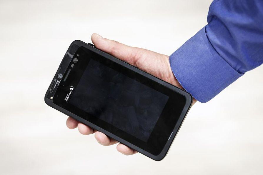 5G-mallipuhelin ei vielä mahdu taskuun. Se painaa paljon ja syö liikaa sähköä, mutta ehtinee kehittyä ennen kuin ensimmäiset laitevalmistajat tuovat 5G-kännykät markkinoille tämän vuoden aikana.