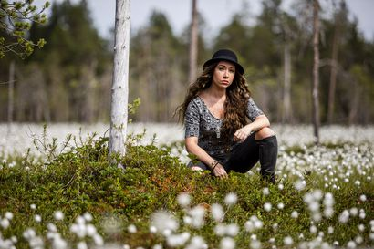 Tie kolttajuurille löytyi bluesin kautta – Laulaja-lauluntekijä Heidi Gauriloffin ensialbumi Oocci herättää kolttaperinteen eloon bluesin ja rockin kautta