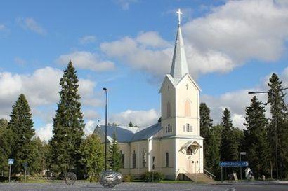 Piispanmessu Tyrnävän kirkosta – tyrnäväläisten pyhättö vihittiin uudelleen käyttöön remontin jälkeen.
