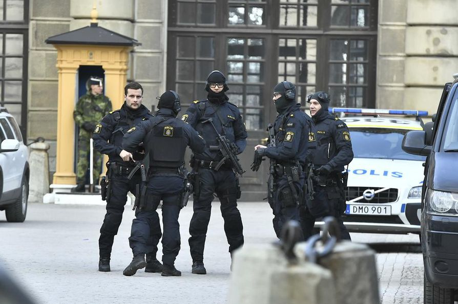 Ruotsin poliisi ei kerro, missä ja milloin kiinniotot on tehty.