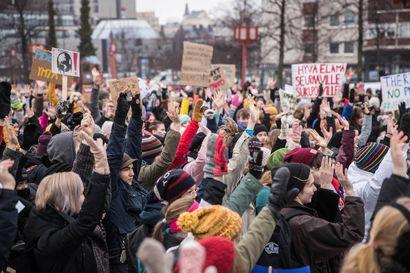 Nuoret lakkoilevat tänään ilmaston puolesta ainakin 22 paikkakunnalla ympäri Suomen – Moni kaupunki antanut koululaisille luvan osallistua