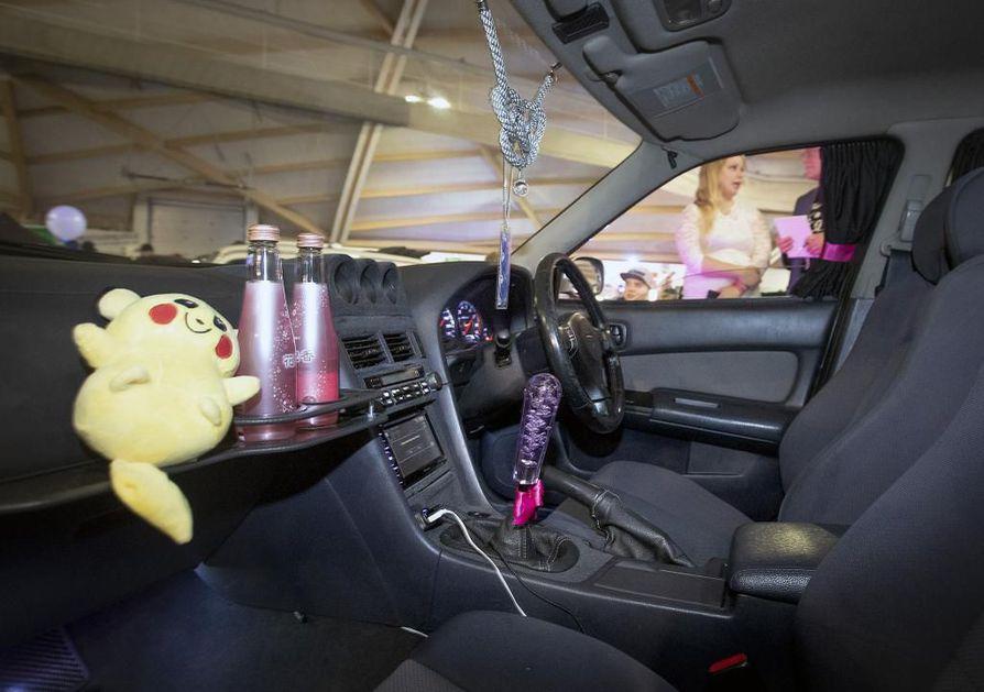 Mäntyharjulaisen Salla Jokivarren Nissan Skyline on sisustettu japanilaishenkisesti.
