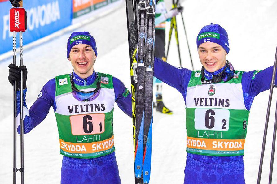 Ilkka Herola ja Eero Hirvonen juhlivat voittoaan Salpausselällä.