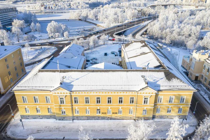 Sunnuntaikäräjien raati on yksimielinen siitä, että Oulun lyseo tulee remontoida.