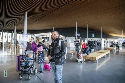 """Pakkoraossa Suomeen jääneet virolaiset työntekijät matkaavat perheidensä luokse, kun laivareitit avautuivat työmatkaliikenteelle – """"Oli pakko jäädä Suomeen, Virossa töitä ei ole"""""""