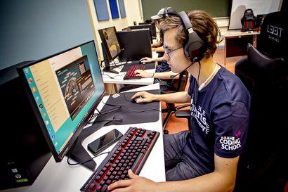 Jotain täysin uutta nuorille Raahessa: raahelainen esports-akatemia alkaa kouluttaa nuoria kilpapelialalle