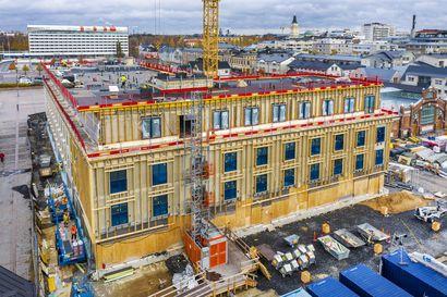 Näkökulma: Jo miljoona euroa sanktioita torihotellista, mutta vuosivuokra tulee säntillisesti Oulun kaupungin kassaan