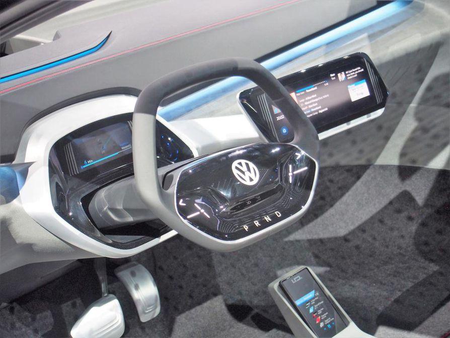 Auton ohjaamot ovat jatkossa entistä pelkistetympiä, Volkswagenin I.D.-konseptimallisto osoittaa. Ajoympäristö alkaa muistuttaa tieteiselokuvaa, varsinkin kun autot hoitavat itsenäisesti yhä uusia tehtäviä.