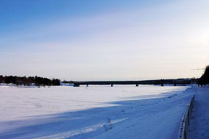 """Jokatalvinen venäläinen ruletti pyörii jälleen Rovaniemen keskustan siltojen välissä petollisilla jokijäillä – """"Hämmästyttävää, että vakavia onnettomuuksia ei ole sattunut"""""""