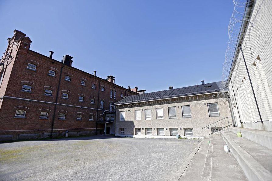 Luukkonen pääsi karkaamaan ulkoilun yhteydessä. Kuvassa yksi Oulun vankilan ulkoilupihoista.