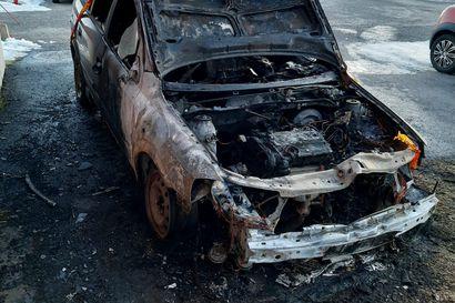 """Poliisi selvittää yöllistä autopaloa Kaukovainiolla – """"Oli hyvinkin uhkaava tilanne"""""""