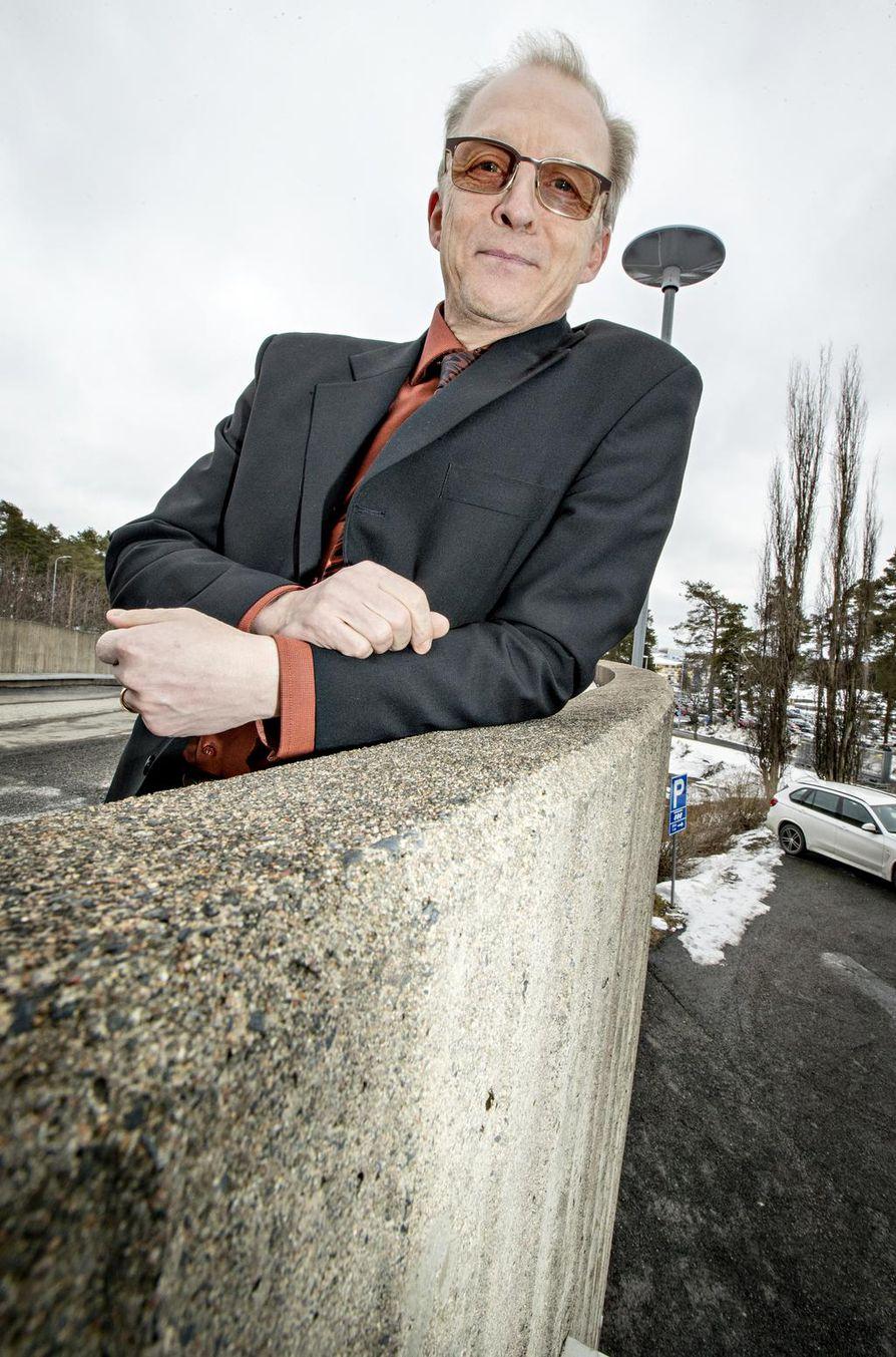 Pohjois-Pohjanmaan sairaanhoitopiirin johtajaylilääkäri Juha Korpelainen korostaa elintapojen merkitystä sairastavuuden vähentämisessä.