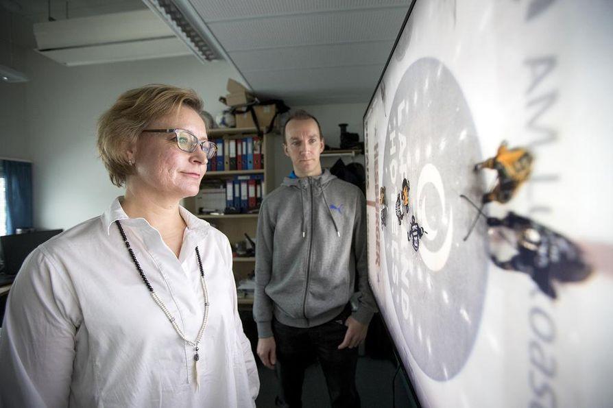 """Analysaattori tekee konenäön avulla videon valmentajia varten. """"Me olemme jo menossa maailmalle"""", kertovat Anri Kivimäki (vas.) ja Sami Huttunen."""