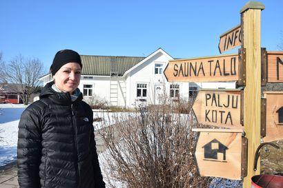 Kalle Loukkaanhuhdan kisataival ampumahiihdon nuorten MM-kilpailussa alkaa – Sanna-äitiä jännittää, mutta hän toteaa pojallaan olevan lehmän hermot