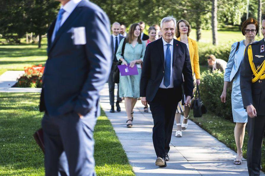 Pääministeri Antti Rinne ja monet muutkin ministerit osallistuvat Kultaranta-keskusteluihin.