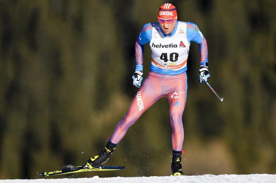 Kansainvälinen hiihtoliitto FIS asetti Sotshissa 50 kilometrin olympiakultaa voittaneen Aleksander Legkovin (kuvassa) ja viisi muuta venäläistä kilpailukieltoon viime vuoden lopulla.