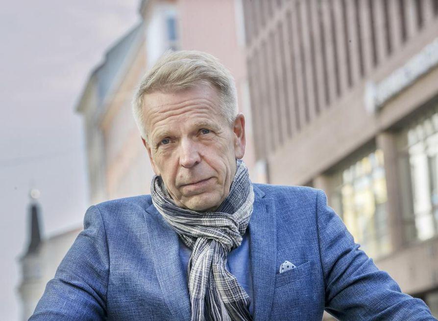 Oulun liikekeskus ry:n toiminnanjohtaja Jarmo Hagelberg uskoo Stockmannin entisten tilojen vihdoin täyttyvän uuden, aktiivisen omistajan myötä. Arkistokuva.